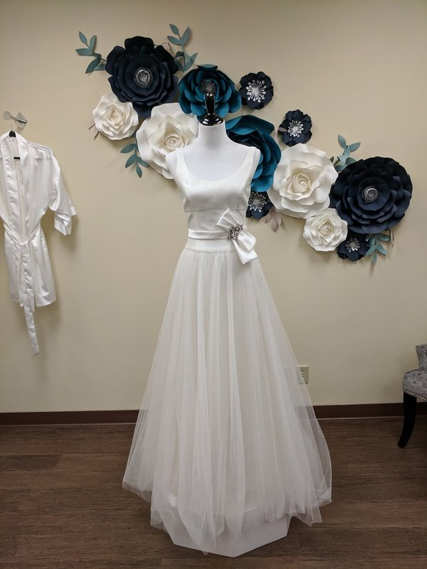 Amsale Gown with Attached Belt and Tulle Size 6