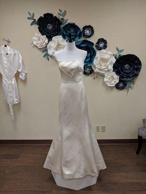 Amsale Gown Satin Size 8