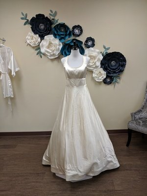 Miri New York Gown Size 10
