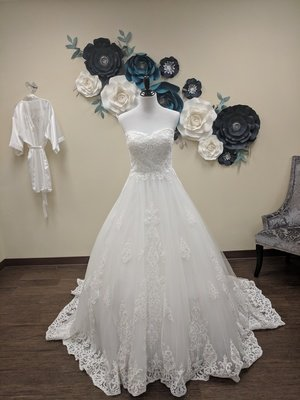 """""""Omira"""" Gown Sample Size 14"""
