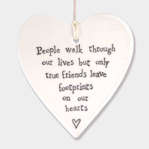 Round heart - 'people walk through our lives but only true friends leave footprints on our hearts'
