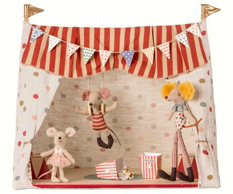 Circus includes 3 mice