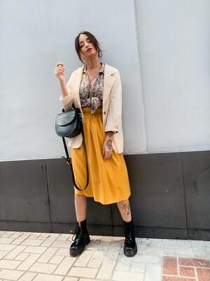 Falda midi mostaza