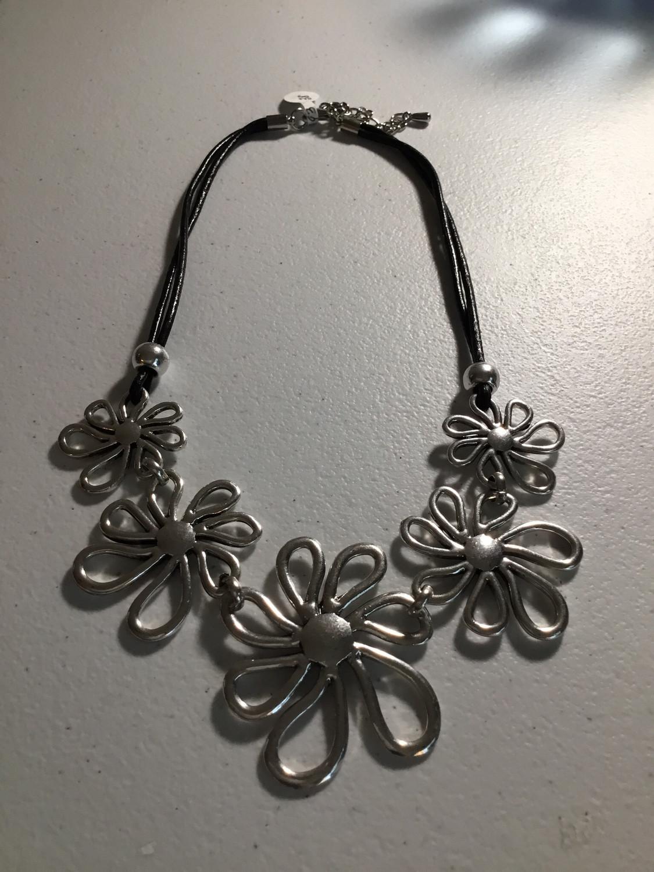 Black Leather Daisy Design Necklace