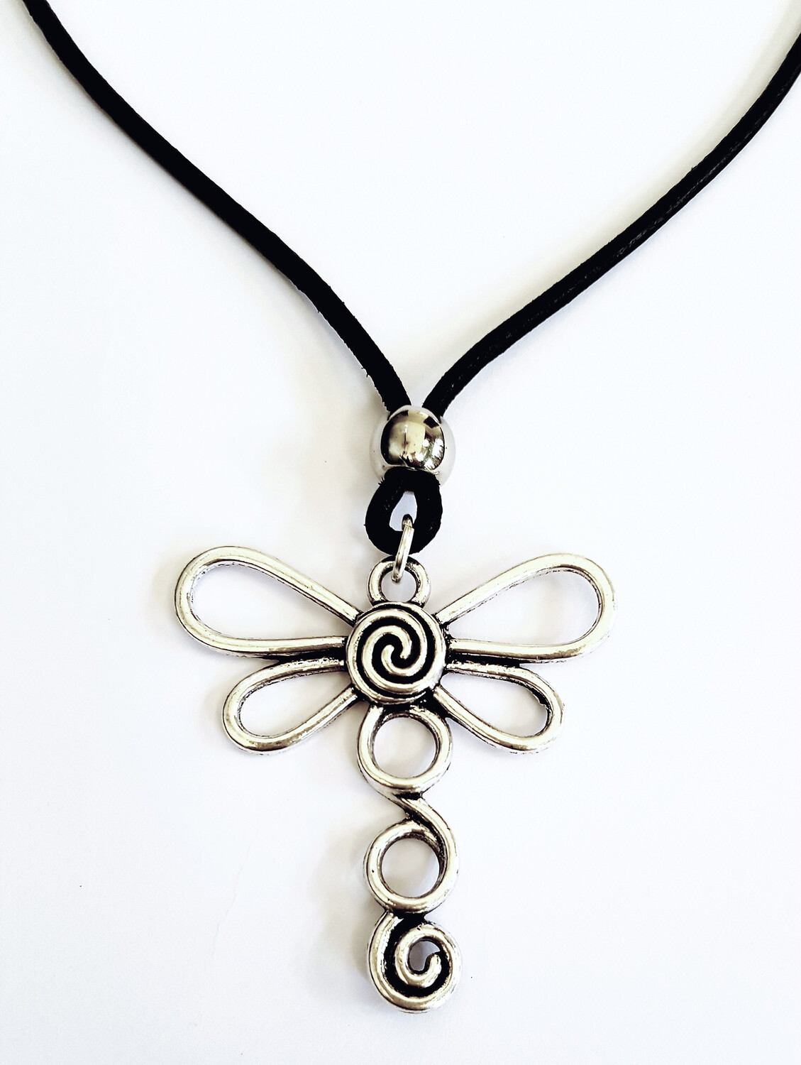 Circle Dragonfly Short Necklace.