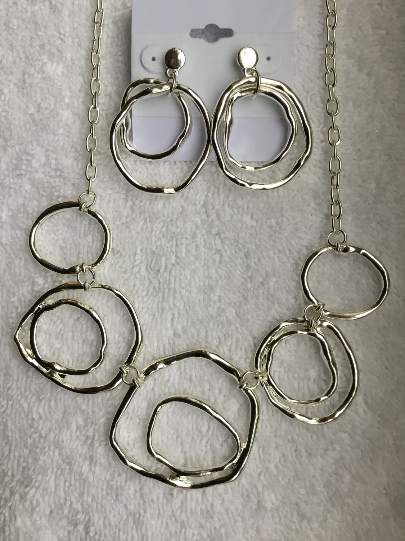 Silver Circles Short Necklace Set
