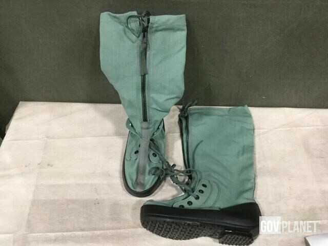 US Military Wellco Extreme Cold Weather Boots w/liner - NEW