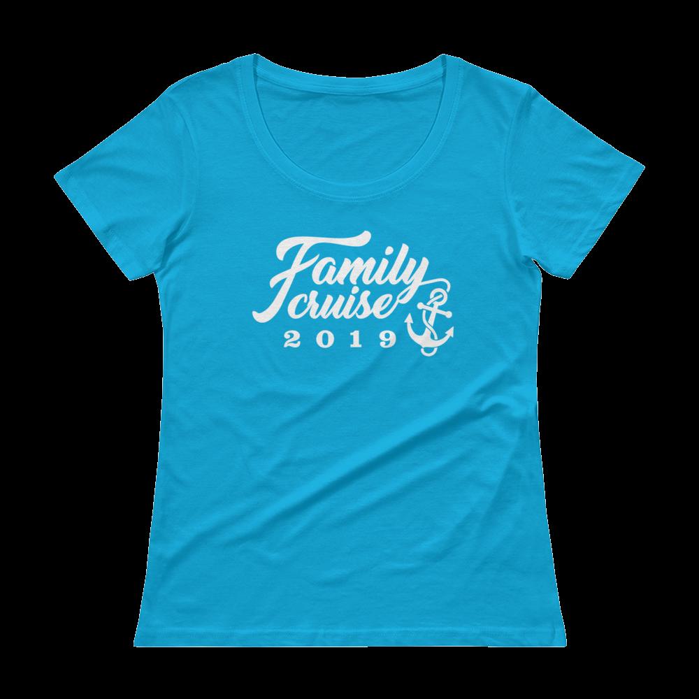 FAMILY CRUISE 2019 Ladies' Scoopneck T-Shirt