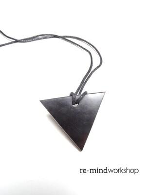 次石墨吊飾(三角形)