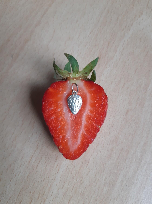 """Pendentif """"Petite fraise"""""""