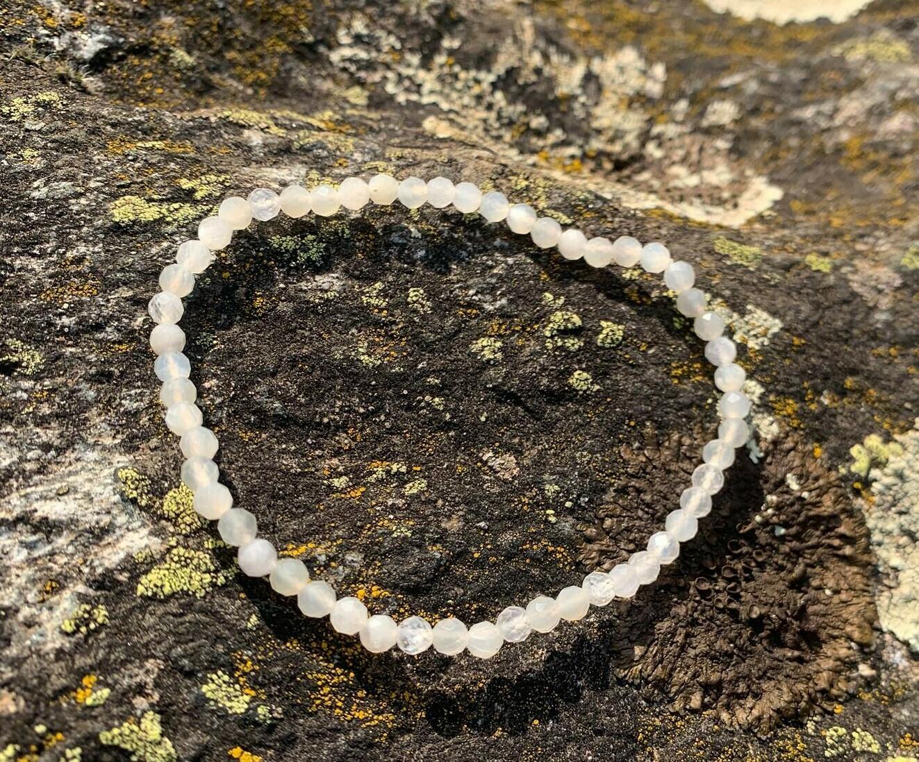 Bracelet en Labradorite blanche 4 mm facetté