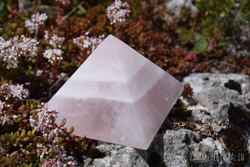 Pyramide en quartz rose