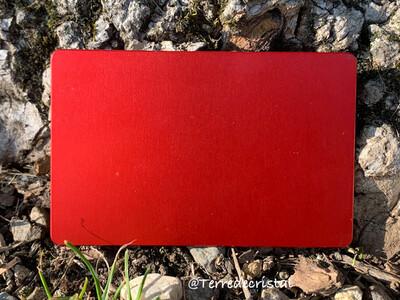 Plaque Tesla rouge, format carte de crédit