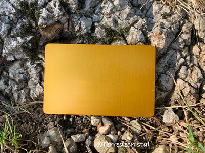 Plaque Tesla jaune-or format carte de crédit