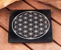 Fleur de vie gravée sur pierre noire