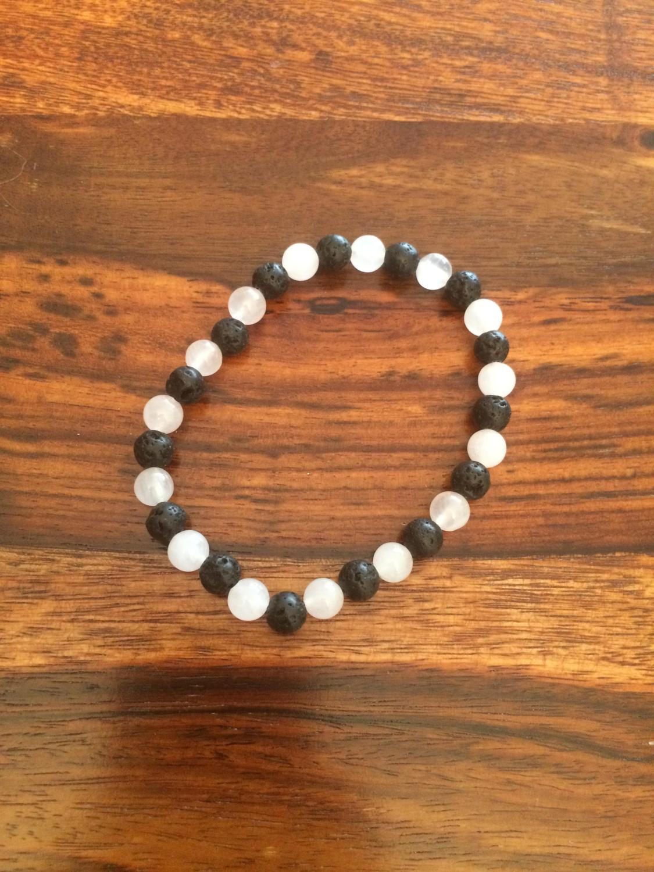 Bracelet en pierre de lave et quartz rose