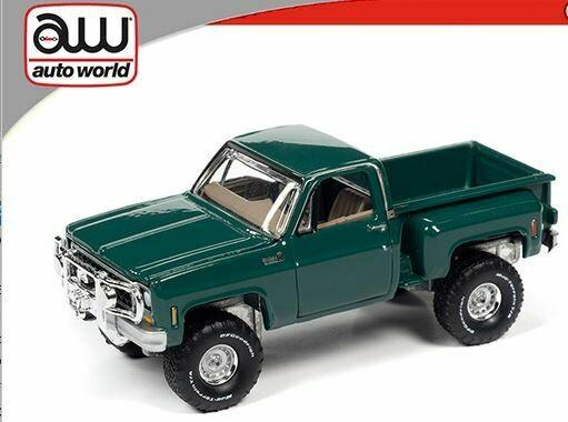 Auto World 1:64 1980 Chevrolet Custom Deluxe 10 Stepside - Green
