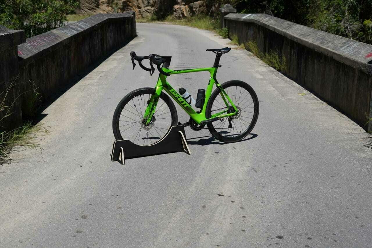 Road bike 28c 28mm tire gap  bicycle stand