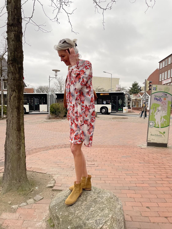 Kleid von Max Volmary