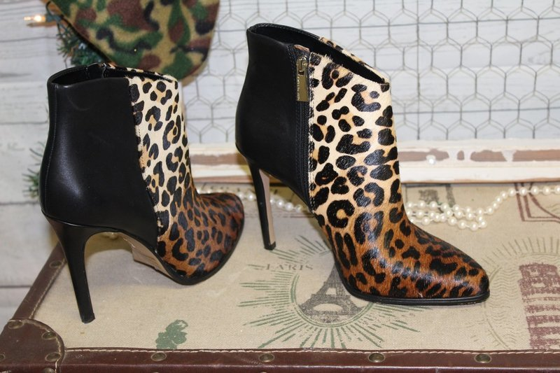 Vince Camuto Cheetah and Black ankle zip boots size 7