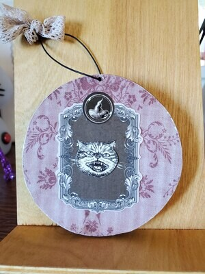 Cat face / witch hat ornament