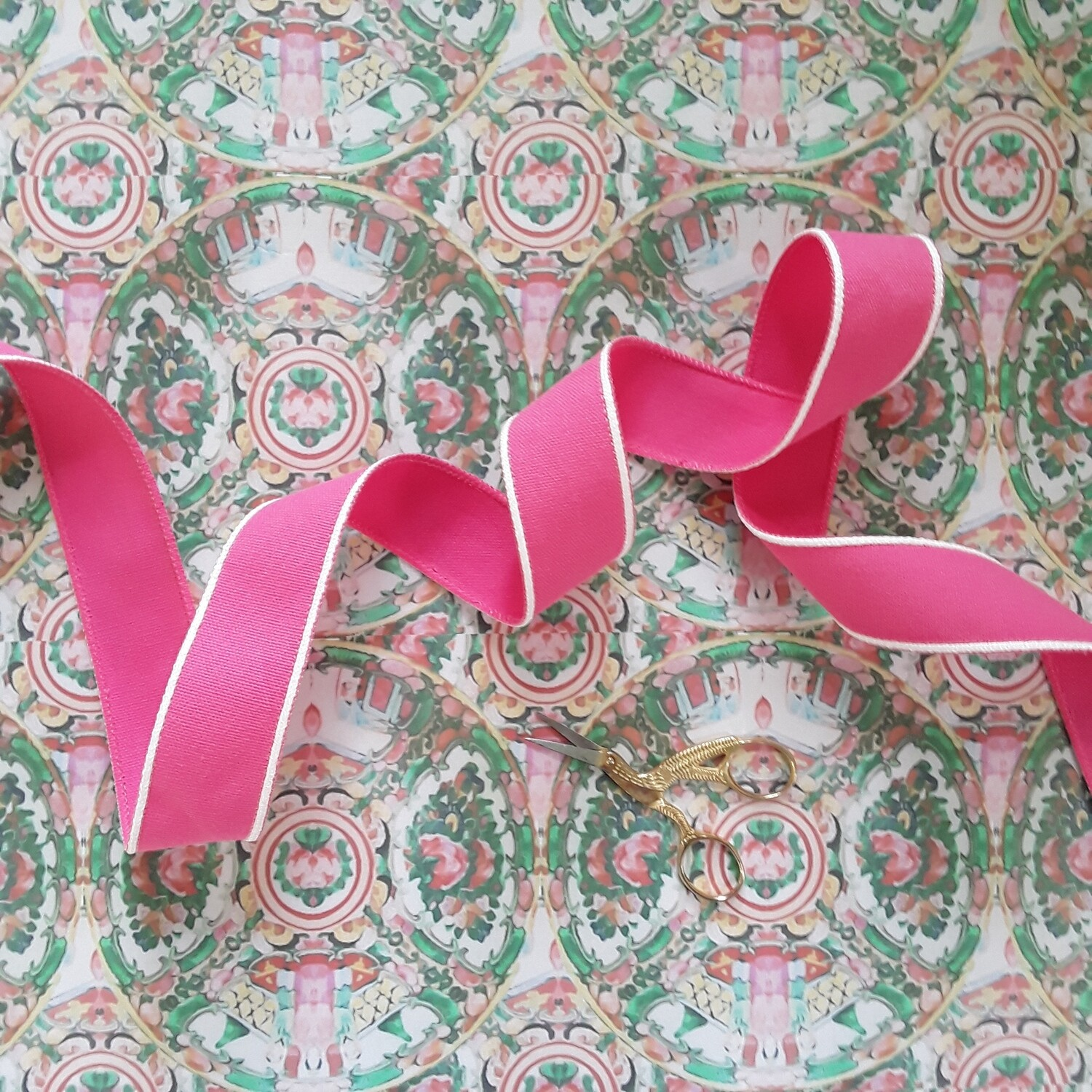 """Spool of Vintage 1 ½"""" Wide Wired Pink Cotton Duck Trim"""