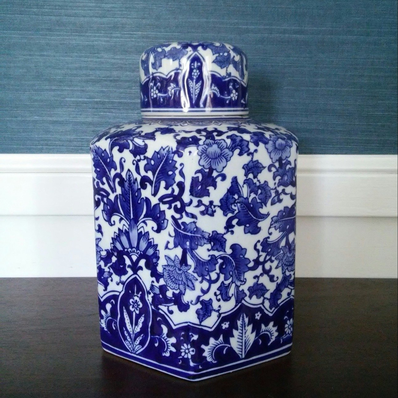 Large Blue and White Chinese Porcelain Ginger Jar with Lid