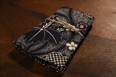 Original wristband kunoichi for women オリジナル手甲 家紋風 くノ一
