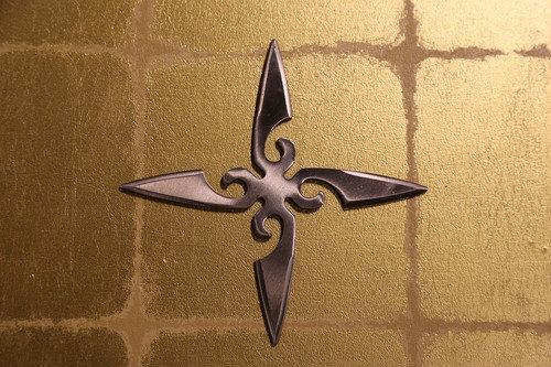 Large shuriken (Ninja star) : cross/silver (Imitation)大型手裏剣 十字型/銀