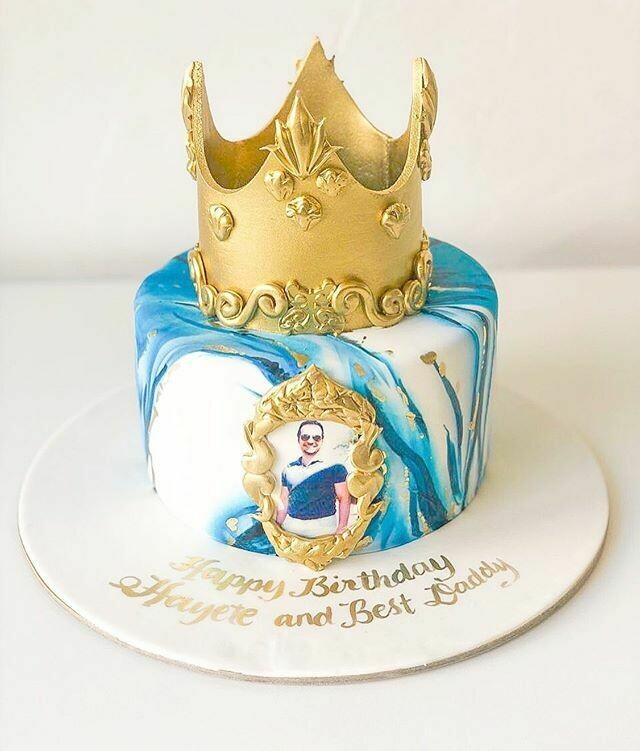 Marble Effect Glaze Crown Cake