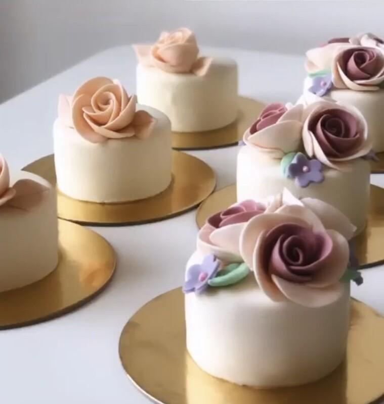Mono Customised Cake
