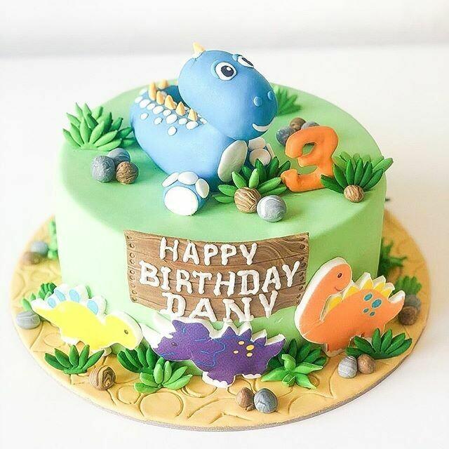 Dianosaurs Cake
