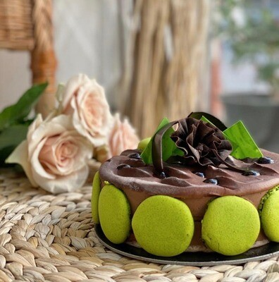 Pistachio Cake with Roses of your Choice