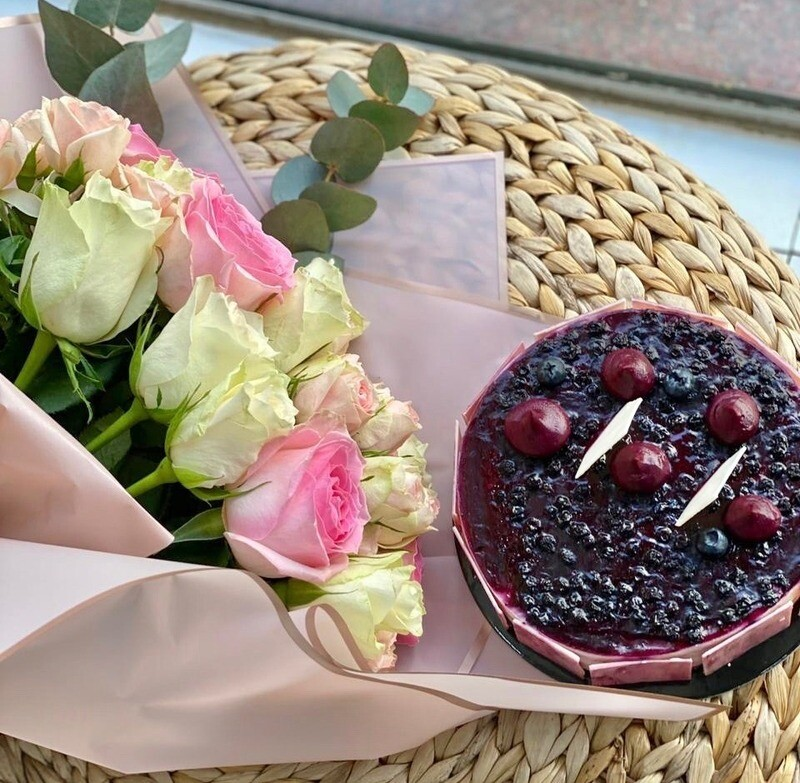 BlueBerry Cheese Cake with Roses