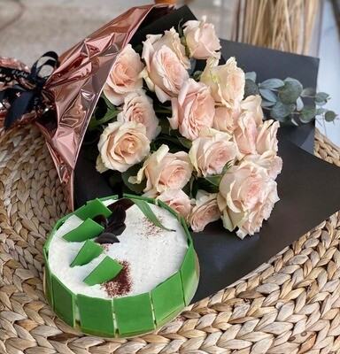 Vanilla Cake with Roses of your choice