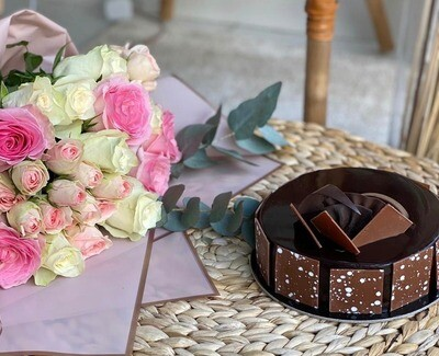 Chocolate Fudge With Roses of your Choice