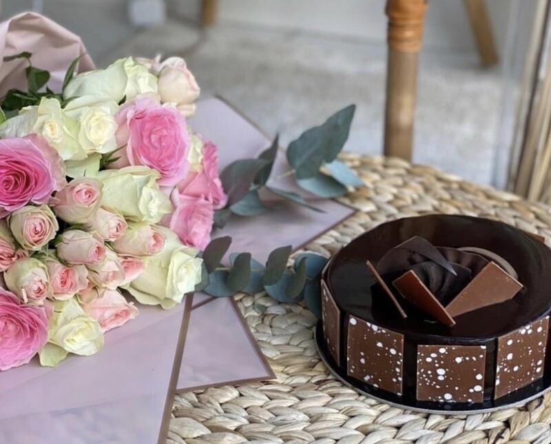 Roise Noire Cake Half Kg with 3 Roses Bouquet