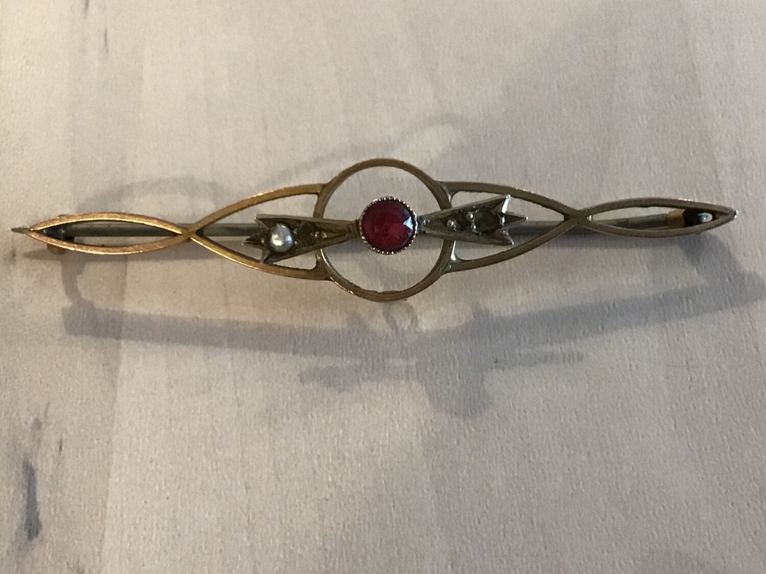 9ct Gold Victorian Brooch With red Semi-precious Stone (missing Smaller Stones)