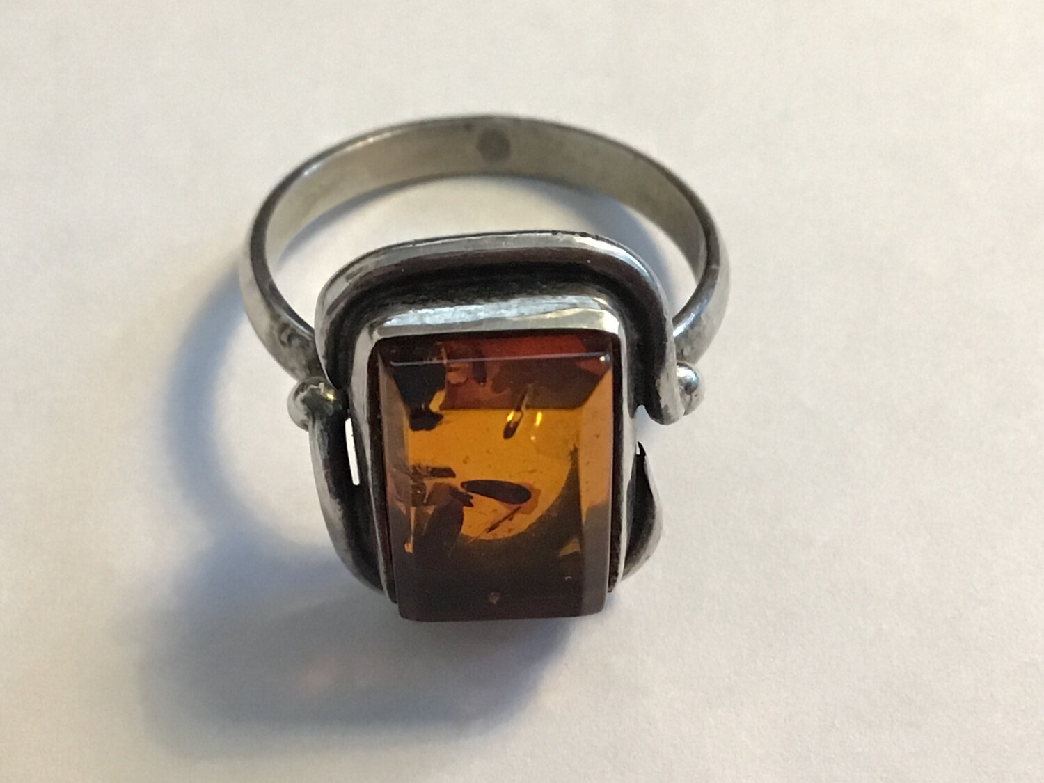 .925 Silver & Amber Ring Probably Mid 20th Century -lovely Big Piece Of Amber