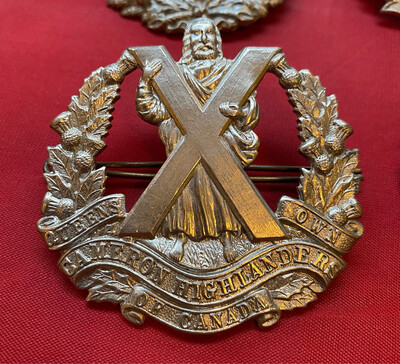 Queens Own Cameron Highlanders Of Canada - Selection Of Cap/kilt Badges