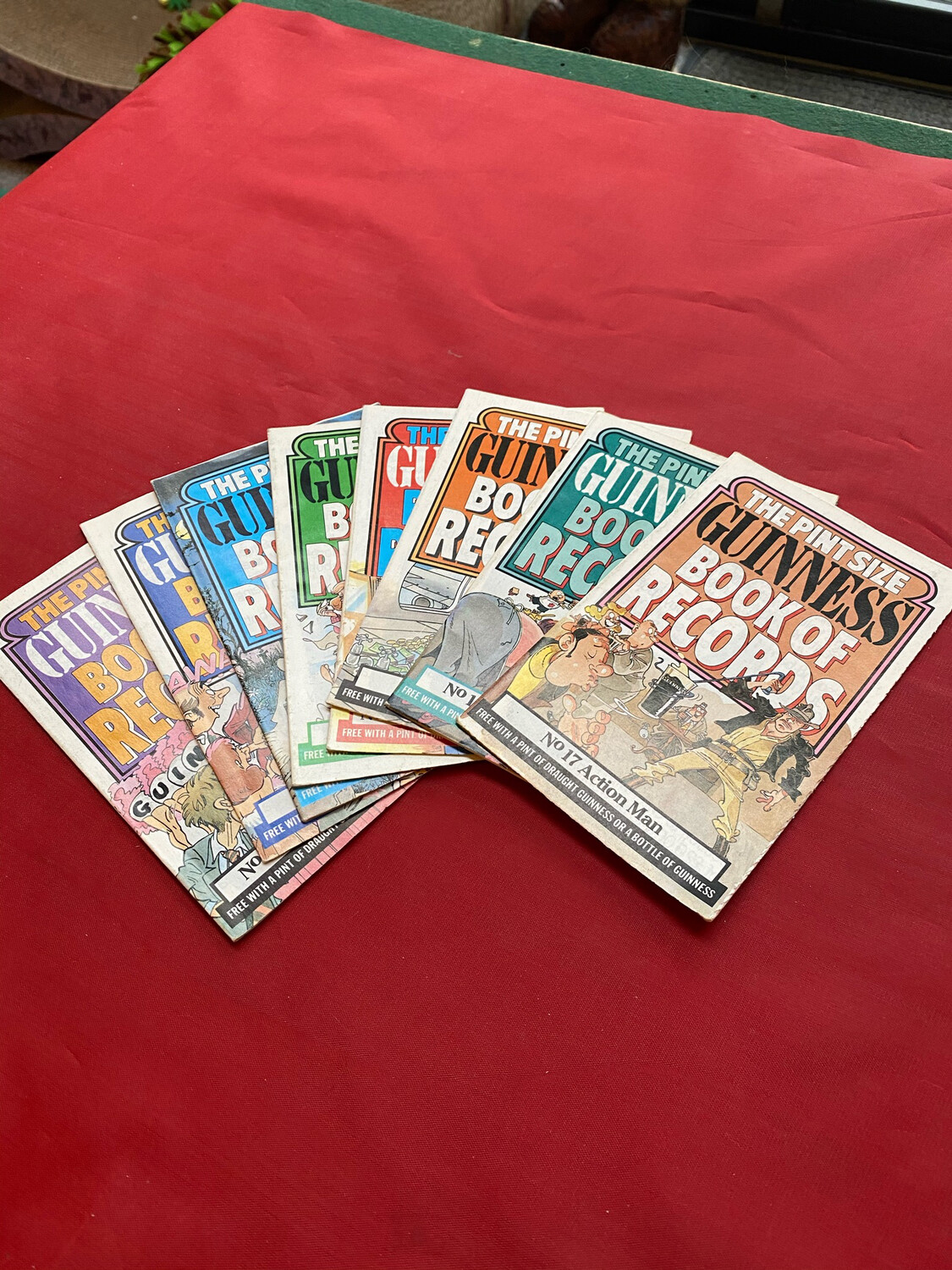 Guinness Booklets - Pint Sized Guinness Book Of Records (Sold As Set Of 8)
