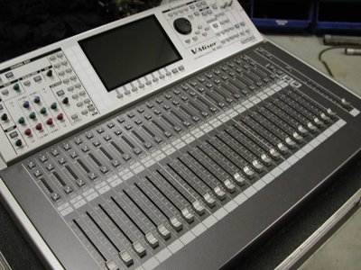 Mixer audio digitale ROLAND M-400 con case Roland