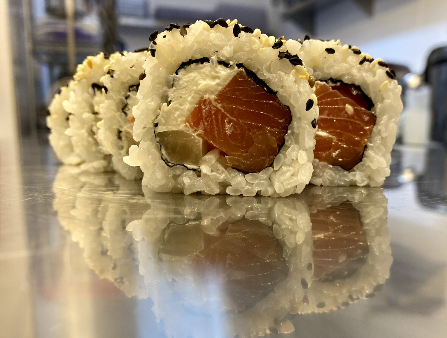Smoked salmon and cream cheese roll (8 pieces)