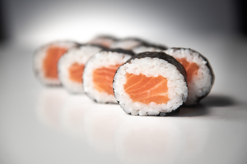 Salmon roll (8 pieces)