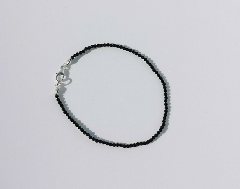 Fekete spinell karkötő