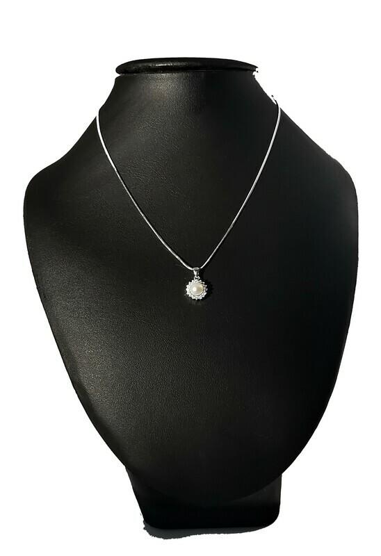 Nap alakú ezüst medál - édesvízi igazgyöngy