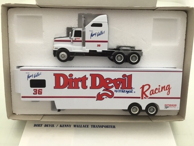 NDC117 Kenny Wallace Dirt Devil 1/64 Hauler