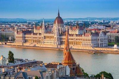 3 Capitals: Vienna, Budapest & Bratislava in Halloween