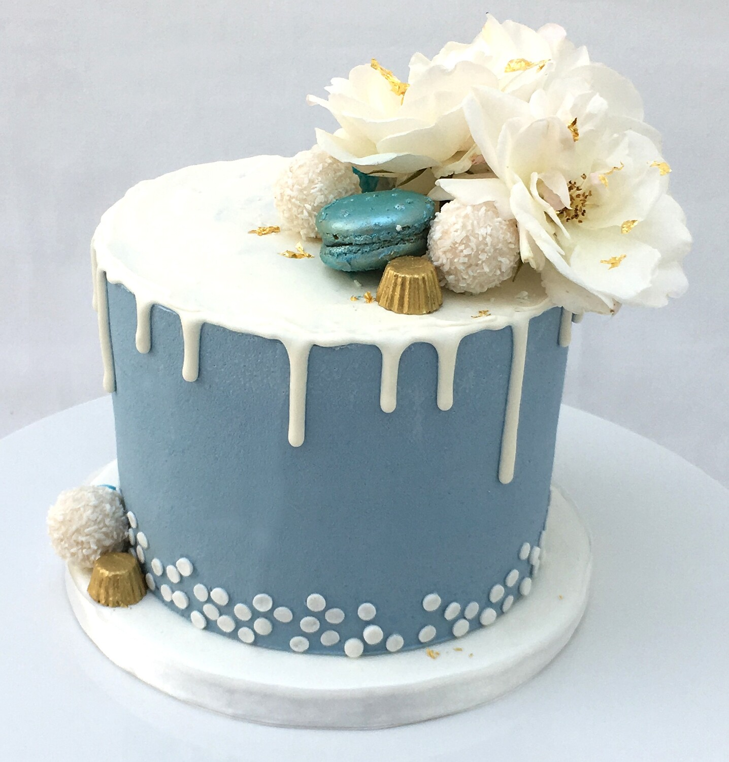 Blue Butter Cream With White Drip & Fresh Flowers