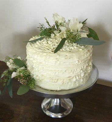 Ruffled Butter Cream With Fresh Flowers